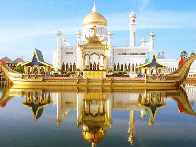 Khám phá cung điện dát vàng lớn nhất thế giới của nhà vua Brunei