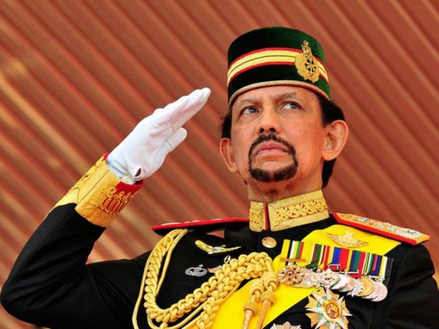 Đời sống ăn chơi ngất trời của nhà vua Brunei