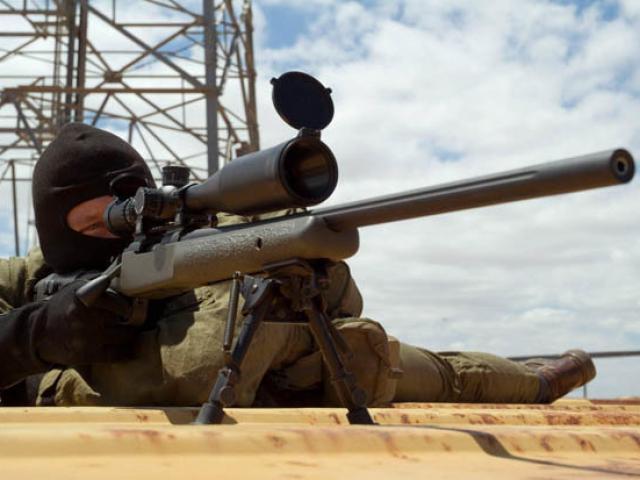 """Xạ thủ Anh hạ thủ lĩnh IS bằng cú bắn """"triệu lần có một"""""""