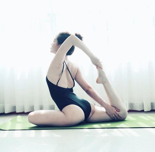 khoanh khac tap yoga cuc goi cam cua bao anh va my nhan viet hinh anh 15