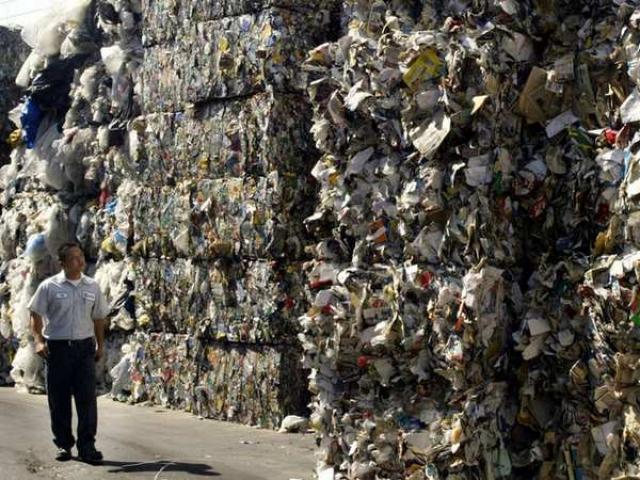 """Mỹ """"méo mặt"""" vì TQ định không nhập rác thải"""