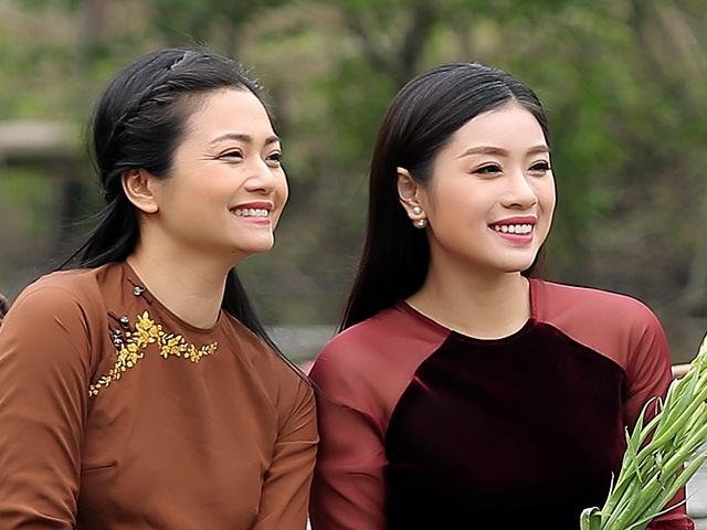 """Nữ diễn viên """"Phía trước là bầu trời"""" đóng MV nhạc Phật cùng Sao Mai Thu Hằng"""