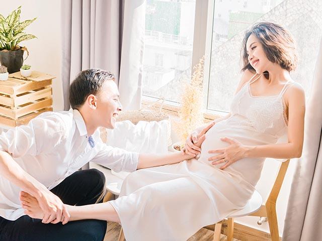 Tú Vi được Văn Anh tận tình chăm sóc những ngày cuối thai kỳ