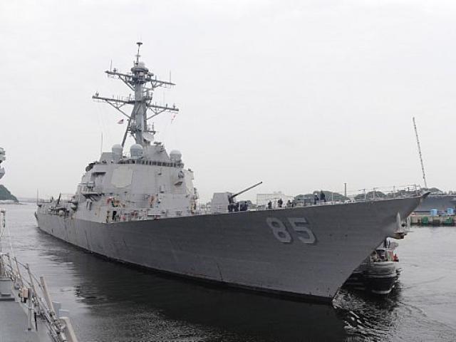 Tàu khu trục Mỹ lừ lừ tiến vào Biển Đông giữa căng thẳng với TQ