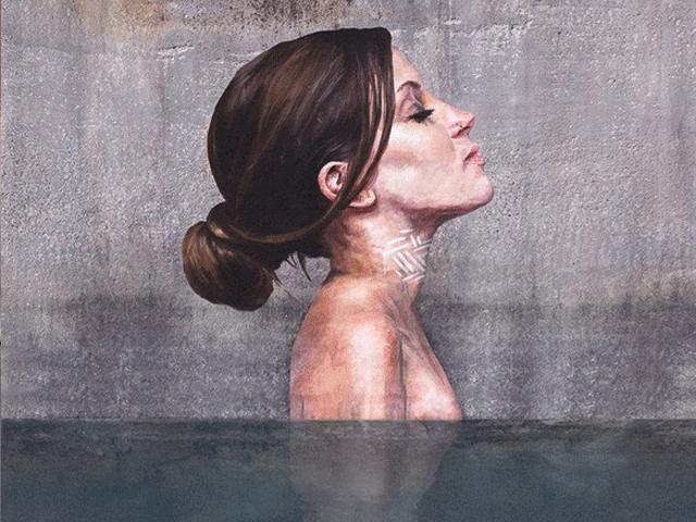 Tuyệt tác những bức họa gái đẹp tắm sông được vẽ trên tường