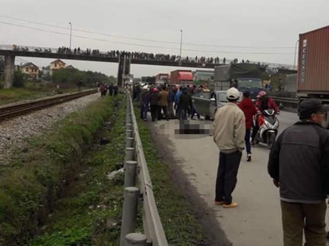 Khủng khiếp: Xe tải lao vào đoàn người đi viếng nghĩa trang, 8 người tử vong