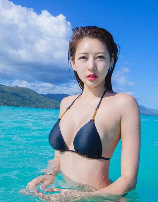 muon kieu mac bikini, monokini gay kho chiu nguoi nhin cua chi em chau a hinh anh 1