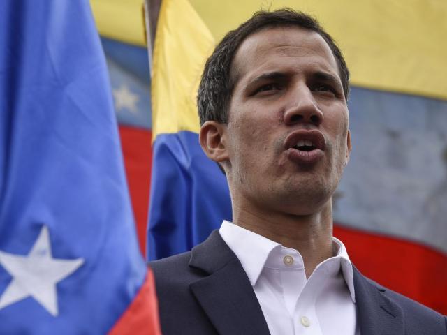 """""""Cậu bé 35 tuổi"""" tự nhận là Tổng thống lâm thời Venezuela là ai?"""