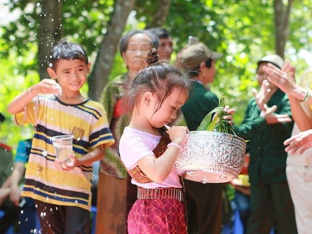 Đổ xô đặt phòng trực tuyến ở nước ngoài, người Việt đang muốn ăn Tết xa nhà?