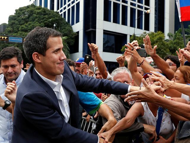 Venezuela cấm Tổng thống thứ hai rời đất nước
