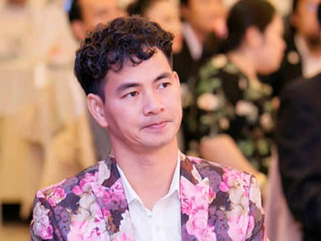 """Nghệ sỹ Xuân Bắc tiết lộ lý do nghiện áo """"chim cò"""" mà không sợ nghi ngờ giới tính"""