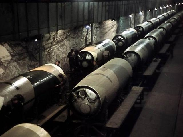 """Khám phá nhà máy tên lửa được ví như """"thành phố ngầm dưới lòng đất"""" của Iran"""