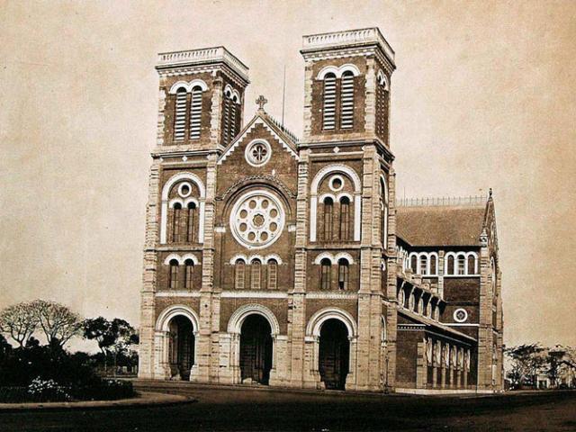 """Diện mạo """"lạ lùng"""" nhà thờ Đức Bà Sài Gòn lúc mới xây"""