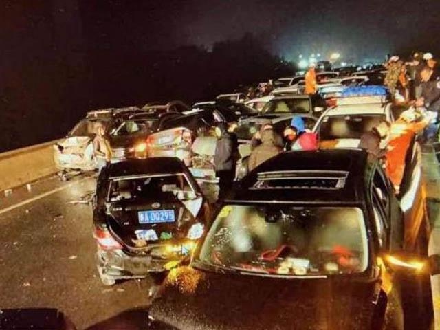 Tai nạn thảm khốc: Hơn 100 xe đâm liên hoàn ở Quý Châu, Trung Quốc