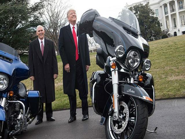 """Tổng thống Donald Trump """"đe nẹt"""" huyền thoại Harley-Davidson"""