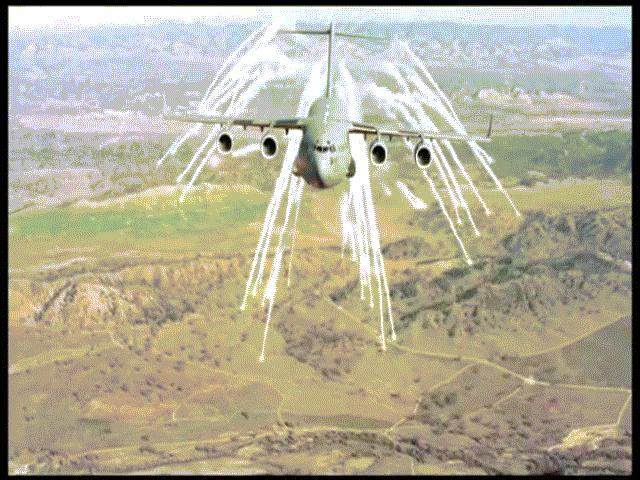 """Khám phá """"ngựa thồ"""" C-17 vừa chở trực thăng của ông Trump đến VN"""