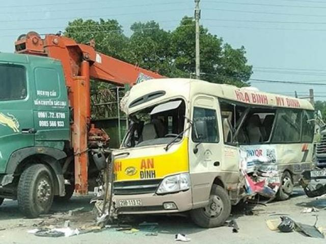 Container đâm xe khách kinh hoàng trên đại lộ, hai vợ chồng tử vong