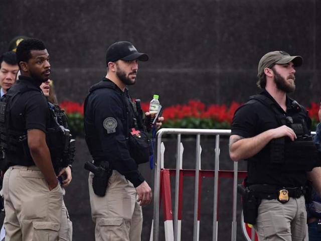 """Mật vụ Mỹ """"súng ống đầy mình"""" xuất hiện dày đặc ở Nội Bài"""