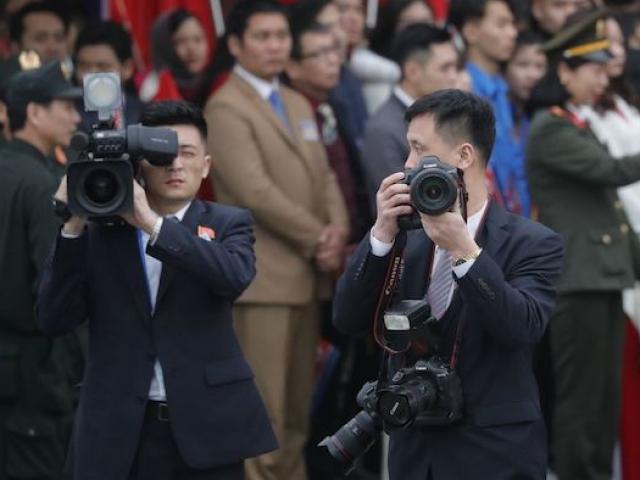 Thượng đỉnh Mỹ-Triều: Ảnh hiếm chụp nhóm phóng viên Triều Tiên tác nghiệp tại VN