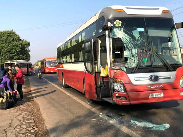 Hai xe khách tông nhau, 50 hành khách hoảng loạn la hét