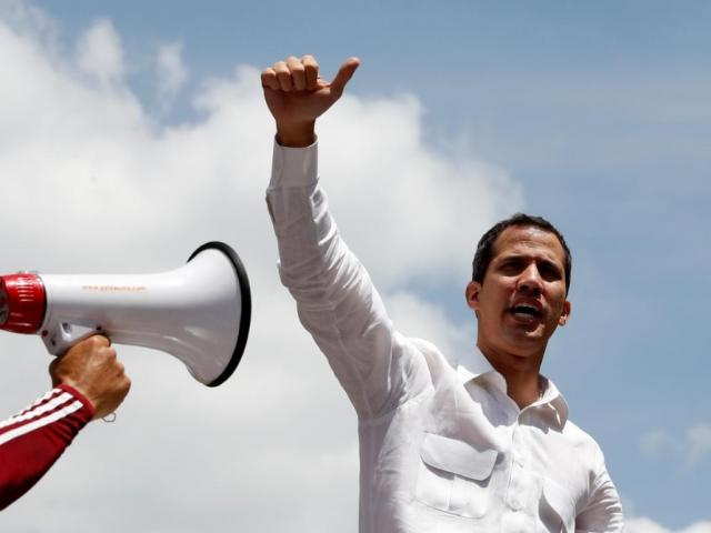 Venezuela chìm trong bóng tối ngày thứ 3, Tổng thống tự xưng giận dữ