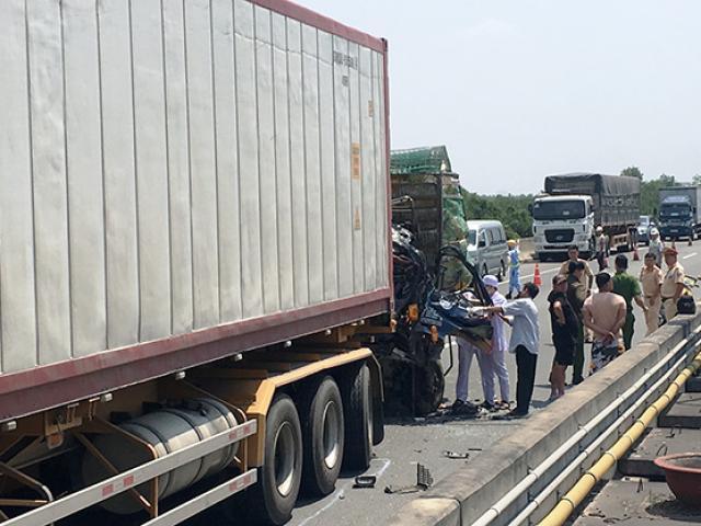 2 người tử vong sau cú va chạm kinh hoàng trên cao tốc