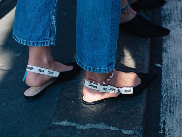 5 thiết kế dành cho chị em có thù với giày cao gót