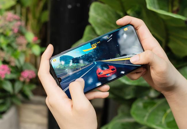 tren tay smartphone tam trung galaxy a50 voi 3 camera mat sau hinh anh 15