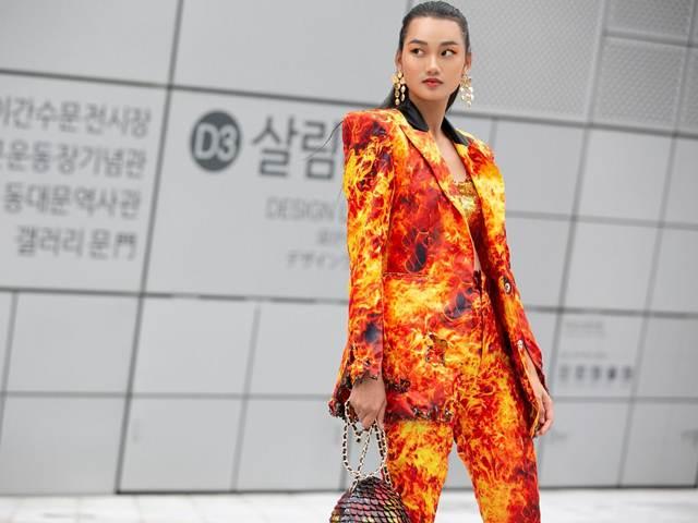 Á quân The Face mặc suit cháy tại Tuần thời trang Seoul, được Vogue chú ý