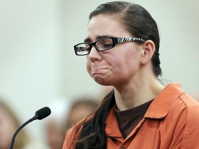 """Bóp cổ bạn tình đồng tính vì bị chia tay, thiếu nữ khóc ngất trước bản án """"quá nặng"""""""