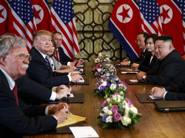 """Kim Jong Un """"sốc"""" vì Trump biết bí mật dưới lòng đất Triều Tiên?"""
