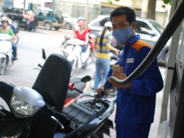 Giá dầu bật tăng sau 5 phiên giảm liên tiếp, giá xăng trong nước có thể tăng vào chiều nay