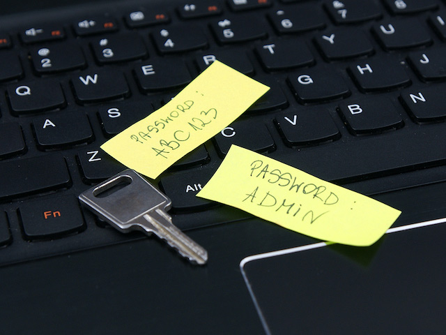 Lười đổi password tài khoản quản trị, nhân viên IT khiến công ty gặp họa