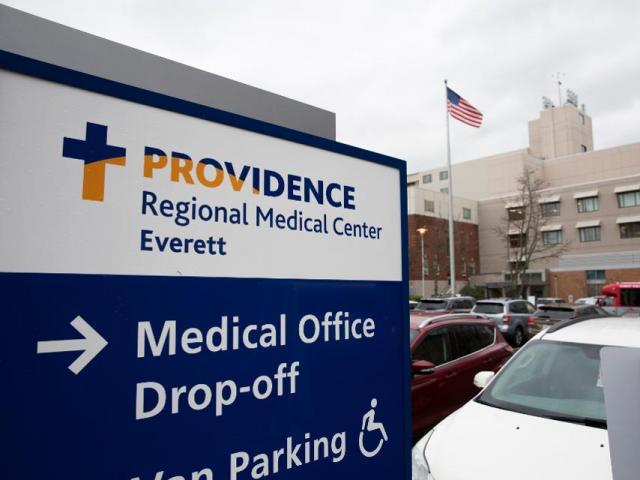 """Bệnh nhân đầu tiên nhiễm virus corona ở Mỹ được điều trị bằng """"bác sĩ"""" robot"""