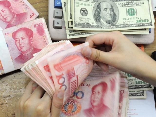 Trung Quốc: Khử trùng tiền để tránh lây lan virus Corona