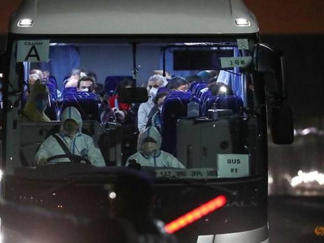 Phát hiện người nhiễm virus Corona trong 400 công dân Mỹ rời khỏi du thuyền Nhật