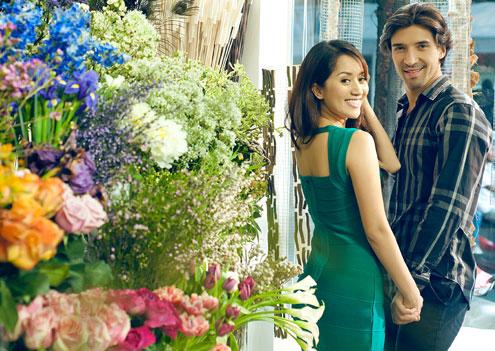 Cuối năm 2011, anh sang Việt Nam hợp tác với Khánh Thi trong việc giảng dạy tại trường dạy dance sport mà cô làm chủ.