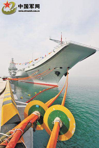 Liêu Ninh neo đậu tại cảng.