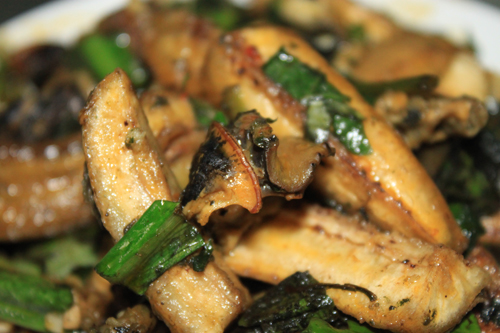Chuối xanh, ốc bươu hòa quyện vào nhau tạo nên hương vị ngọt ngào rất đặc trưng.