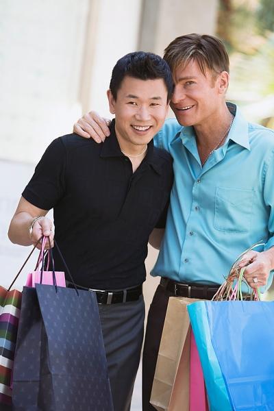 Các anh chàng đồng tính thường để ý nhiều đến trang phục.
