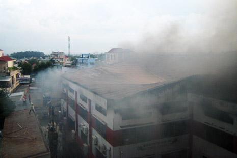 Hiện trường vụ cháy tại kho chứa giày da
