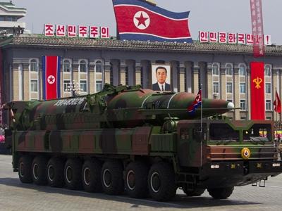Xe tải hạng nặng chở tên lửa Triều Tiên trong lễ diễu binh tại Bình Nhưỡng. Ảnh: Getty Images.