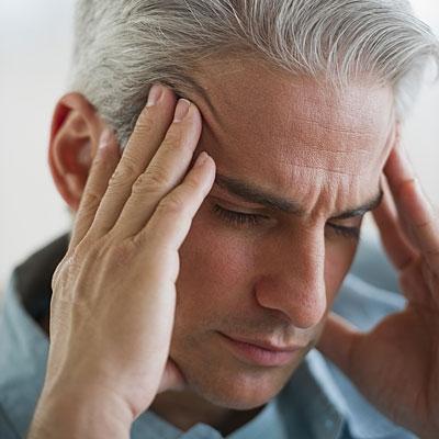 Chóng mặt, hoa mắt, nhức đầu… là dấu hiệu phổ biến của cơn thiếu máu não