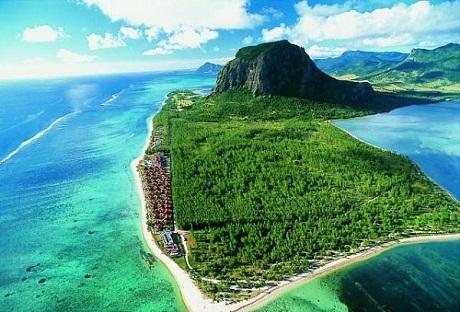 Đảo Pico nổi tiếng với rượu ngon và những con đường mòn uốn lượn xinh đẹp.