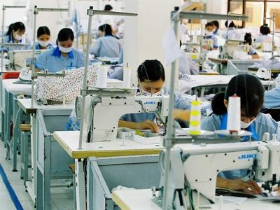 Theo ông Vũ Tiến Lộc, chủ tịch VCCI nên đồng giảm thuế cho DN quy mô lớn, nhỏ và vừa cùng ở mức 20%