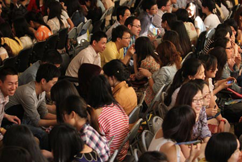 Nam nữ Trung Quốc tham dự sự kiện mai mối để tìm bạn đời. Ảnh: CFO