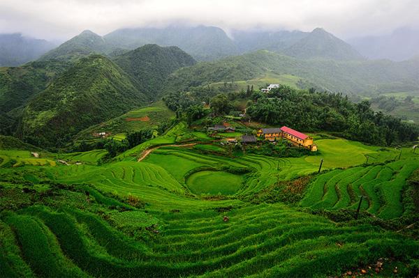 Trong chuyến thăm Việt Nam, nhiếp ảnh gia Thái Lan Anan Charoenkal đã có dịp đặt chân tới Sapa và ghi lại những hình ảnh thật đẹp.