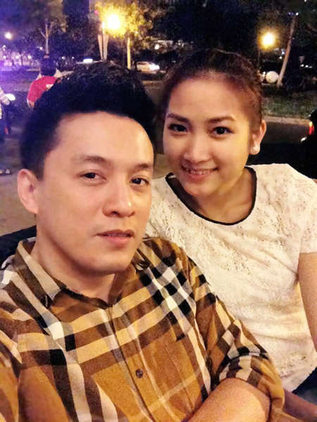 Lam Trường và Yến Phương quen nhau cách đây 3 năm, trong một lần nam ca sĩ biểu diễn tại Mỹ. Trong mắt Lam Trường, Yến Phương là cô gái xinh đẹp, trẻ trung, sôi nổi nhưng rất hiểu chuyện. Cô rất thông cảm cho công việc và tôn trọng quá khứ của anh.