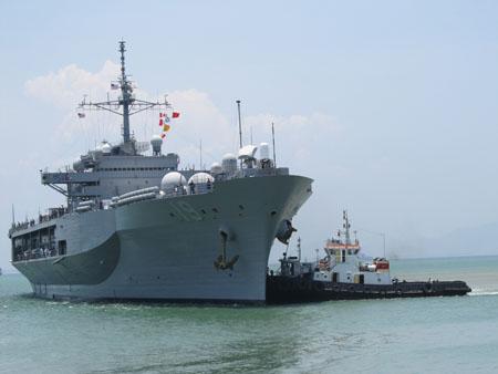 Tàu cứu hộ USNS Safeguardthăm Đà Nẵng tháng 4.2012