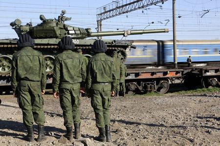 Xe tăng T-72 của Nga chuyển tới Crimea